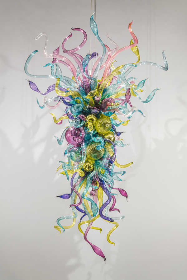Dale Chihuly, Pavonine Chandelier, 2014, 113 x 69 x 62 inches.