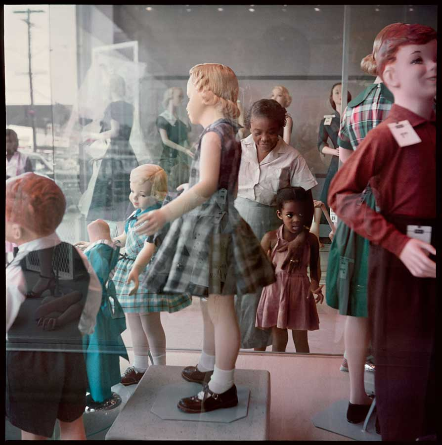 gordon-parks-ondria-tanner-and-her-grandmother-window-shopping-mobile-alabama-1956